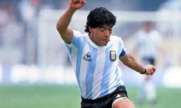 Non toccate la 10: per rispetto di Diego Armando Maradona