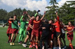Roma, vittoria al cardiopalma. Fiorentina ko di rimonta e primo posto