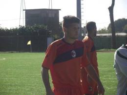 Gigi Salvato, dopo diversi tentativi andati a vuoto, approda nel mondo del professionismo e si lega al Trapani