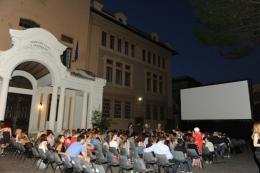 Scuole e università diventano cinema all'aperto