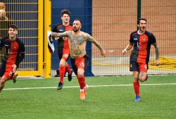 Monteforte esulta dopo il gol
